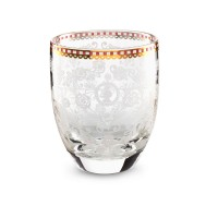 Wasserglas mit filigranen Details