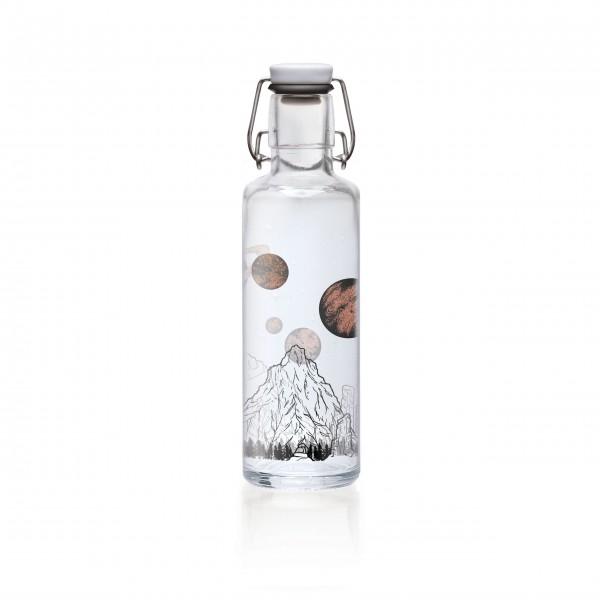 Cooler Begleiter für unterwegs: Glasflasche von Soulbottles